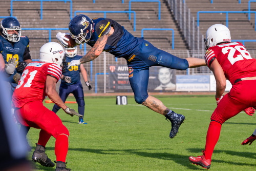 Hanau Hornets Marvin Dell fliegt in die Endzone