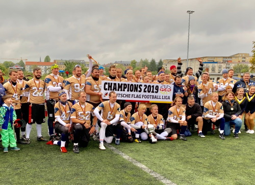 Flagteam der Monarchs holt gegen Hamburg nationalen Meistertitel