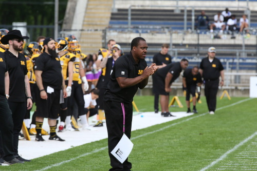 Garren Holley bleibt Headcoach der Munich Cowboys